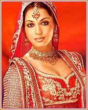 http://www.surfindia.com/celebrities/bollywood/images/isha-koppikar.jpg